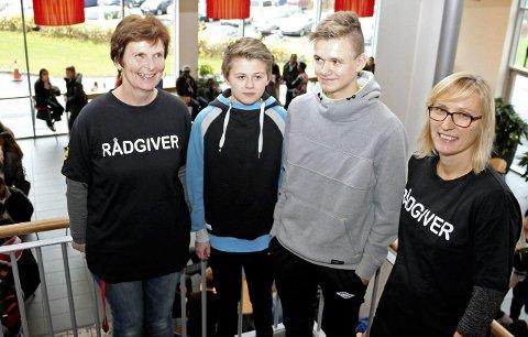 GJESTEELEVER: Rådgiver Kjellaug Grønås, Per-Aksel Ness, Teodor Johansen og Kjersti Flatøy Lindgaard. Foto: Jarl G. Sandholm