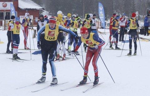 NNM-SEIER: Halsøy IL veksler og Jesper Abelsen Andreasen (t.v.) og Ole Jakob Forsmo går inn til gull på sprintstafetten i NNM på Sjåmoen sist vinter. Foto: Per Vikan