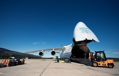 UAKTUELT: Antonov An-124, som er verdens største serieproduserte transportfly, kan ikke benytte 1.200 meter eller 2.300 meter.FOTO: STIAN E.