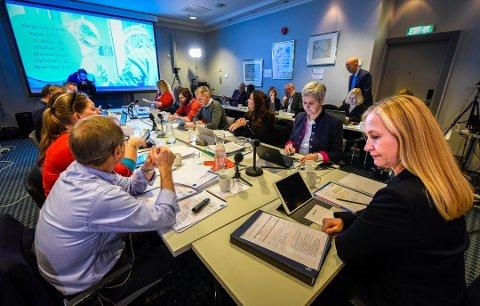 HELSE NORD: Onsdag hadde styret i Helse Nord RHF et ekstraordinært styremøte i forbindelse med tarmkreftoperasjonene ved Helgelandssykehuset. Her er styret avbildet i Bodø i januar.