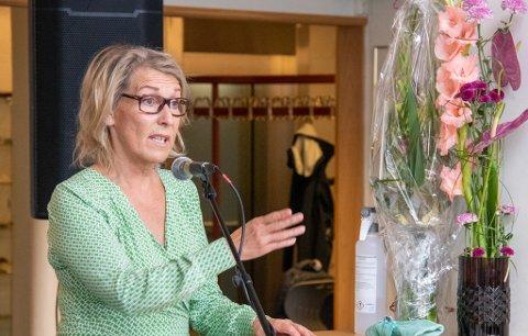 DIREKTØR: Hulda Gunnlaugsdottir, her avbildet under åpningen av ny desentralisert sykepleierutdanning i Sandnessjøen mandag.