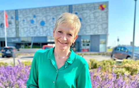 GODT NØGD: Siri Øksnevad Olsen, senterleiar ved Jærhagen, trur at kjøpesenteret går mot nok eit rekordår når det gjeld omsetting.