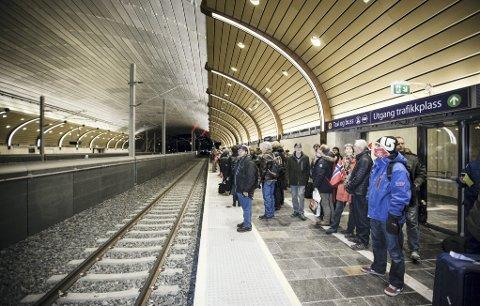 MISFORNØYDE: Nye undersøkelser utført for Vy viser at pendlerne på Vestfoldbanen er mindre fornøyde med togtilbudet enn tidligere. (Arkivfoto)