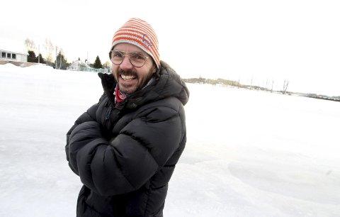 Kom bli med på disko! Kulturkonsulent Jon Løvaas gleder seg til skøytedisko fredag kveld.