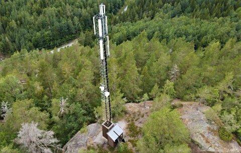 VIL BYGGE UT: Telenors utstyrshytte og basestasjon befinner seg på Sørdalsknuta i Sannidal.