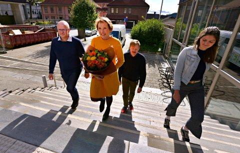 GJENGEN: De nye samarbeidspartnerne i Kongsberg. Fra venstre: Anders Næss (Kongsberglista), Kari Anne Sand (Senterpartiet), Daniel Heggelid Rugaas (Venstre) og Vilde Håvardsrud (Miljøpartiet De Grønne).
