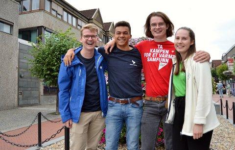 STEM: Fra venstre: Simen Murud (20) fra Høyre,  Adrien Lenerand (20), Bror Eskild Heiret (19) fra Sosialistisk Venstreparti og Ingrid Nikoline Sand (22) fra Senterpartiet. Ungdomspolitikerne har en klar oppfordring til alle unge: Bruk stemmeretten!