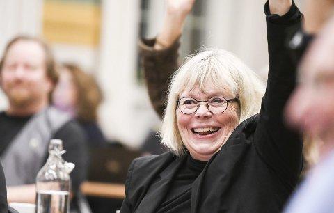 GODT FORNØYD: Ninnie Bjørnland smilte bredt etter nok en politisk seier i kommunestyret. FOTO: Pål  A. Næss
