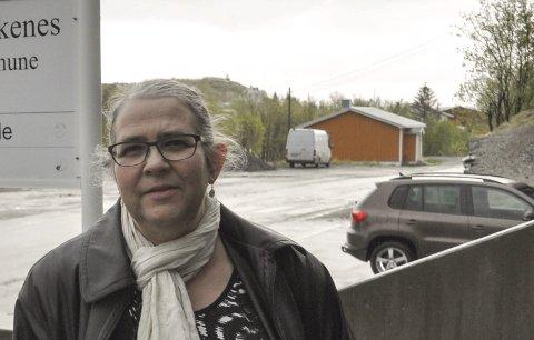 Fornøyd: Moskenes-ordfører Lillian Rasmussen er fornøyd med at Moskenes beholder tannklinikken på Sørvågen. Fylkesrådet anbefaler fylkestingssamlingen i oktober å ikke flytte tilbudet til Leknes. Foto: Magnar Johansen
