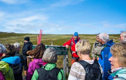 Turlederen Svenn Arne Gundersen orienterer om turen.
