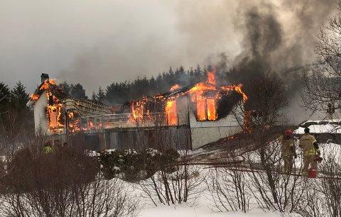 Brannen på Skottnes ved Ballstad 5. februar.