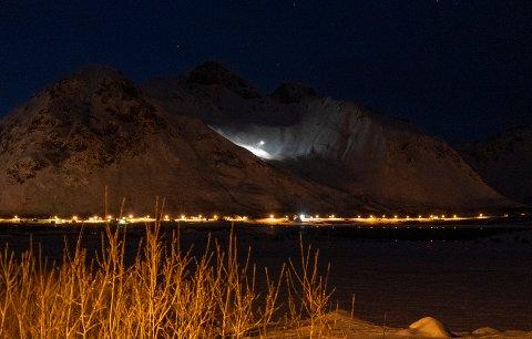 Sea King redningshelikopter henter en skigåer i Rødrevheia.