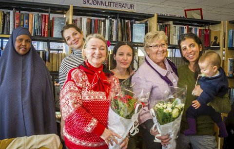 Språkkafé: Ajaba Mohoud (fra venstre), Anita Bednarczyle, Marit Frølich Atash, Awaz Ali, Tordis Digernes og Daniela Paez – er stolte over språkkafeen.foto: Åsmund A. Løvdal