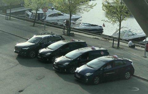 ULOVLIG: At drosjer parkerer der det er forbudt å stanse har blitt et vanlig syn på Beddingen.
