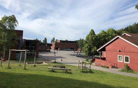NYBYGG: Rustad skole skal utvides, og nå planlegges det et nybygg. Anbefalte løsninger ligger sør for eksisterende murbygning, som er bevaringsverdig.