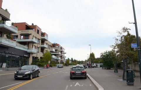 FLYTTES: Dagens holdeplass i Nordstrandveien, vis à vis Sæter Torg, forsvinner. I stedet kommer en ny holdeplass under trikkebroen.