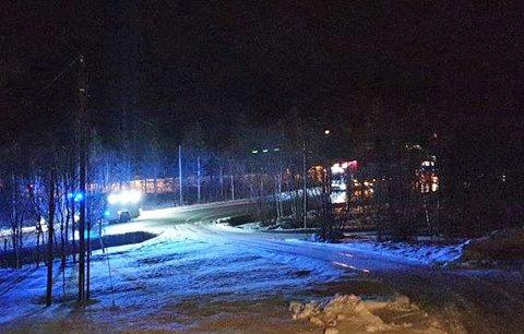 RYKKET UT: Nødetatene rykket søndag kveld ut etter melding om et trafikkuhell på E6 sør for Setermoen.