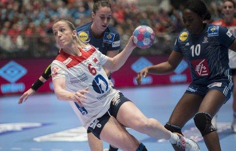 TIL TROMSØ: Vipers Kristiansand og Heidi Løke, her i aksjon for Norge mot Frankrike, spiller bortekamp i Tromsø i 4. runde i NM-cupen.