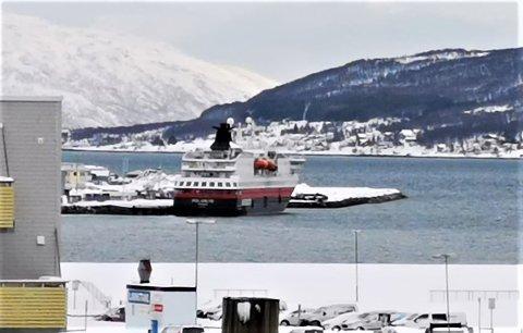 LANDLIGGE: Skipene vil ligge i Breivika til turistene har forlatt Tromsø, opplyser Hurtigruten.