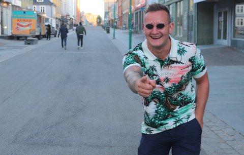 I SLAGET PÅ FERIE: En av de få unge gjestene som var å se på byen fredag kveld var Lars Halvor Kittelsen (25) fra Notodden.