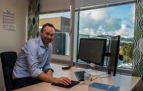 Jostein Kvendset er daglig leder og rådgiver i Trio Regnskapsservice, som nylig har blitt kjøpt opp av SpareBank 1 Nordmøre.