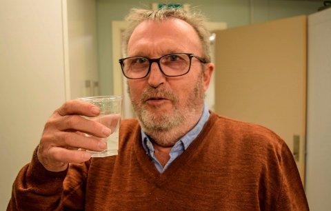 HAR SIN PRIS: Rent drikkevann har sin pris. - Vi har ikke annet valg, selv om økningen i gebyrene for innbyggerne bekymrer, sier hovedutvalgsleder Per Egil Lundhagebakken i Østre Toten.