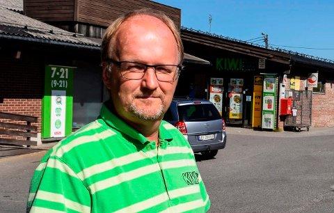 TÅLMODIG: - Jeg er tålmodig av natur, og tror fortsatt på en positiv løsning, sier Kiwi-kjøpmann Svein Håvard Linnerud på Kapp.