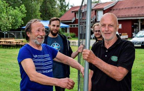 SJAUING: Festivalarrangørene på Lyngstrand har stått på for å gjøre klart til helgens innrykk. F.h. Rune Selj, Michael Jerzak, Anders Selj og Knut Grue.