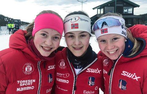 Ida Ewald i (midten) valgte Østre Toten Skilag fordi klubben har mange jevnaldrende skijenter. Her er hun sammen med Hedda Magnussen (t.v.) og Karoline Røstøen.