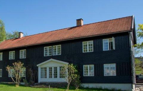 GAMMELT: Eiendomsmegler uttalte til Toten Idag i høst at eiendommen Søndre Homb har vernestatus og at hovedhuset er fra 1750. Den har blitt oppgradert både innvendig og utvendig de siste årene. (Arkivbilde)