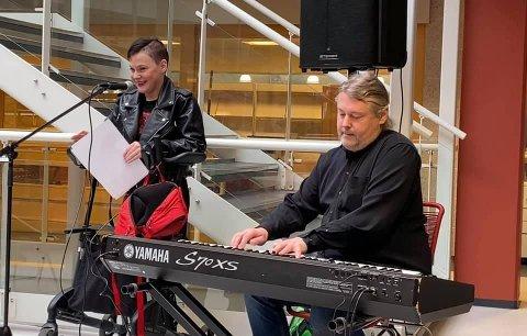 Stine Therese Myhrvold med nydelig sang, flott akkompagnert av Vidar Sundbakken.