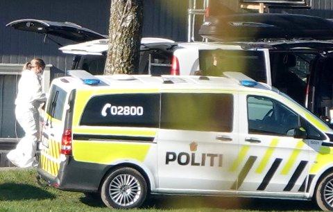 POLITIAKSJON: Samme dag som det bøle foretatt pågripelser i Trojan Shield-saken, aksjonerte politiet på Toten.