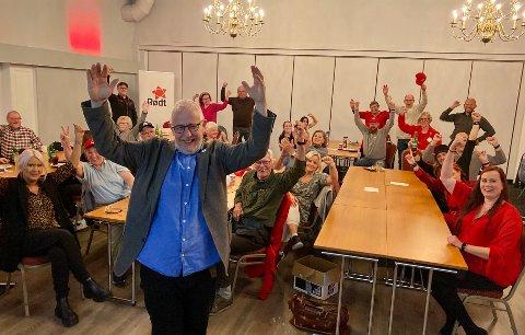 JUBEL: Bjørn Kristiansen i Rødt og gjengen i valgvaken jubler så smått for at de med stor sannsynlighet kan komme over sperregrensen og vinne utjevningsmandat.