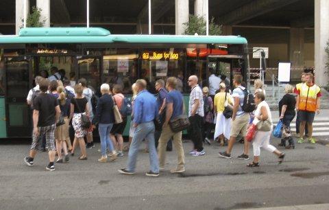 Buss for tog: Samme prosedyre som i fjor; det blir buss for tog denne sommeren også.   foto: karin Hanstensen.