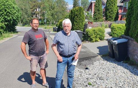 FORTVILET: Naboer til Vevelstad stasjon Ole- Petter Laksholm (t.v) og Agnar Støverud reagerer på kommunens nedprioritering av boligområdene.