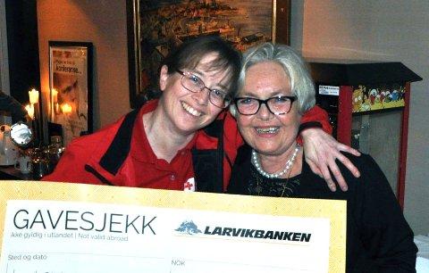 KUNNE SMILE: Monica Ljusnes og Sølvi Kongelf Larsen var veldig fornøyde.
