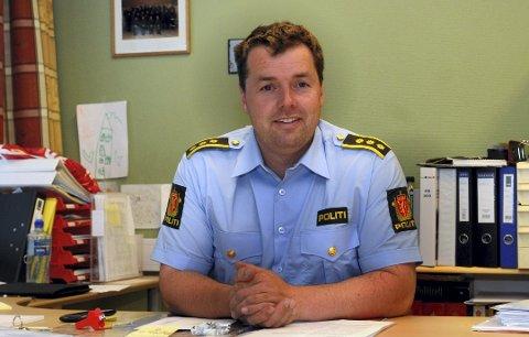 I DIALOG: Lensmann Jørn Flatha forteller at politiet har vært i kontakt med barnevernstjenesten angående hetsing av barnevernsansatte. (Foto: Sverre Viggen)