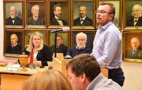 ØNSKER ENDRING: Thomas Nilssen mener tida er overmoden for tiltak som kan styrke skolene i Løten. Han tok saken opp i kommunestyret i november 2019, på vegne av kommunalt foreldreutvalg.