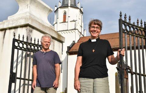 MØTER KONFIRMANTENE: Elisabeth Vestgård er ny prest og menighetspedagog i Løten, her sammen med sokneprest Torbjørn Granerud.