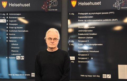 ALLE KAN VÆRE UHELDIG: Kommuneoverlege Knut R. Skulberg berømmer personen som ble smittet for å ha fulgt smittevernreglene. – Alle kan være uheldige. Nå – med vinterferie – er det ekstra viktig å følge rådene for nettopp smittevern, sier han.