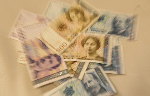 Gjemte penger: Kvinnen oppbevarte 30.000 kroner i BH-en sin da paret kjørte i land med Superspeed i fjor.