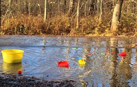 Flere bilder er lagt ved som dokumentasjon på vanntrøbbel.
