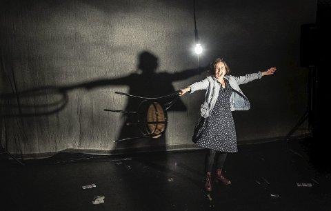 MONOLOG: Sagliocco Ensembles nyeste stykke To ord! hadde førpremiere i rådhusets teatersal fredag formiddag.foto: Dag Jenssen