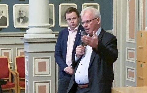FIKK SVAR: Rådmann Per Wold sitter i styret som er under tilsyn, og ordfører Robin Kåss har fått svar etter spørsmål reist i bystyret før jul. Kåss sier svaret er sendt alle i bystyret.