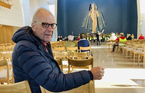– NYDELIG START: Eksordfører Øystein Beyer deltok på åpningen av den nye kirken søndag, og beskriver den som nydelig og verdig. Mandag var den full av barnehagebarn fra Vestsida som var der for å øve inn en sang, som skal framføres i løpet av åpningsuka.