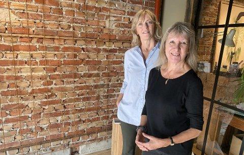 INVITERER: Elisabeth Berwald og Marilyn Ann Owens inviterer til vorspiel 11. september i butikken og galleriet i Storgata.