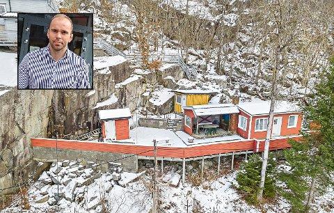 ALENE: På nåværende tidspunkt er hytta langs Bjønnesvegen den eneste fritidseiendommen for salg i Porsgrunn kommune.