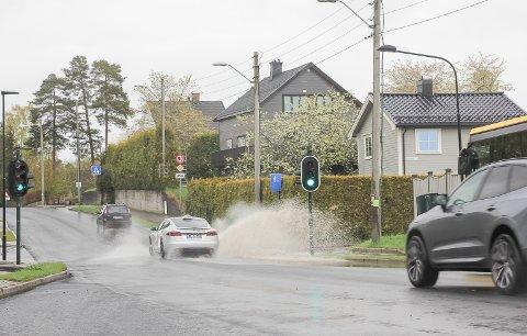 KLISS KLASS: Er du fotgjenger eller syklist, se opp for passerende biler om du skal krysse veien.