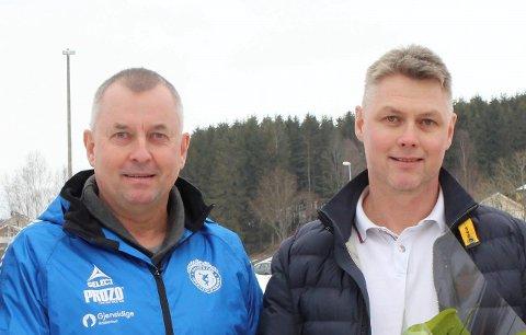 Trenger hjelp: Glenn Jelsnes og Robert Jelsnes er alene om å gi barna skøytebane i Rakkestad. Nå har de bedt om hjelp.