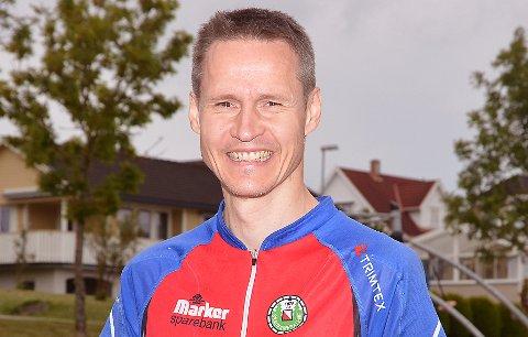 VELDIG FORNØYD: Bjørn Erik Glomsrud hadde all grunn til å smile bredt over innsatsen sin i veteran-NM der han både ble norgesmester og dessuten sikret seg to bronsemedaljer.